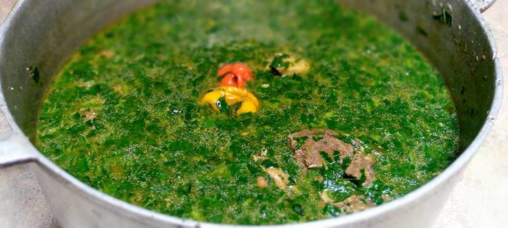 Une sauce mouloukhié - Les plats incontournables tchadiens.