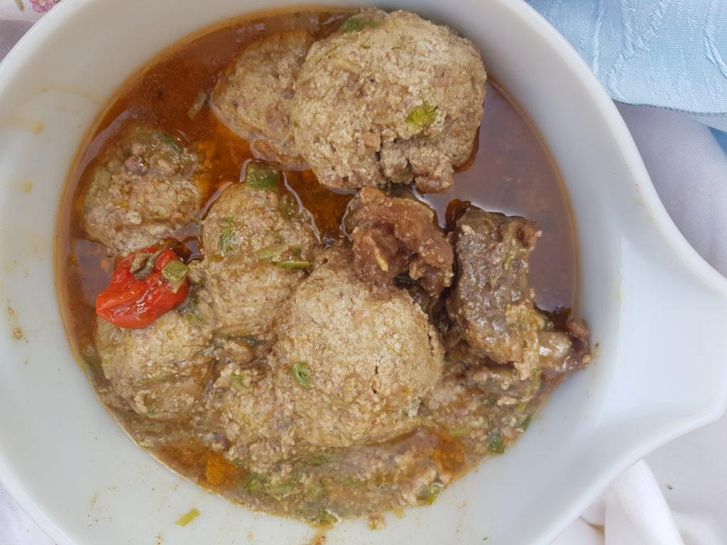 Sauce Kanda / boulettes de viande - Les plats incontournables tchadiens.