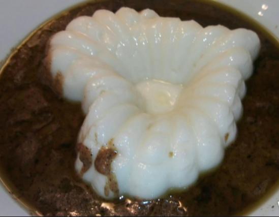 Sauce Kawal assortie de sa boule de riz - Les plats incontournables tchadiens.